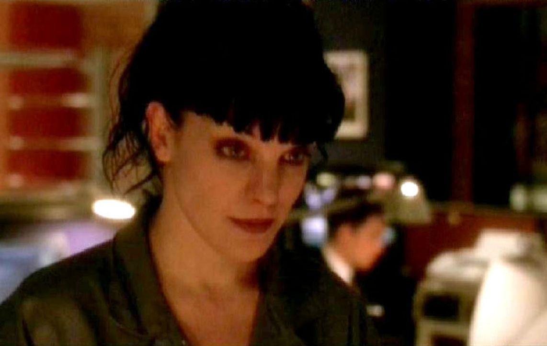 Abby (Pauley Perrette) berichtet den Kollegen vom NCIS, dass sie von einem Stalker verfolgt wird und sogar Morddrohungen erhält. - Bildquelle: CBS Television