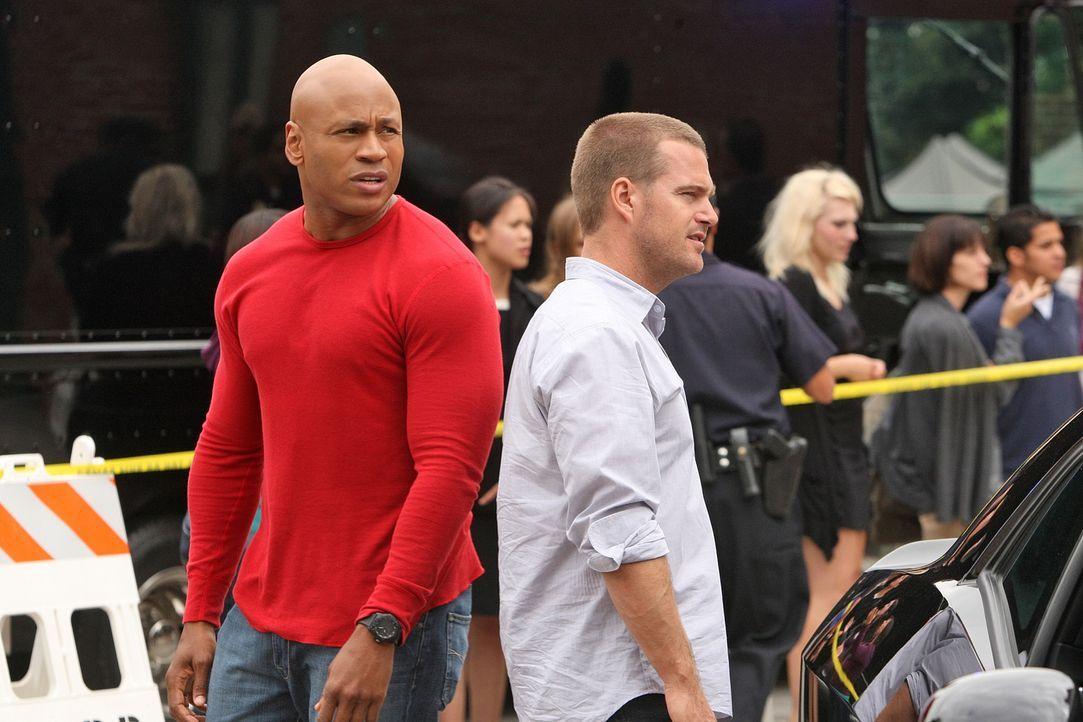 Arbeiten an einem neuen Fall: Callen (Chris O'Donnell, r.) und Sam (LL Cool J, l.) ... - Bildquelle: CBS Studios Inc. All Rights Reserved.