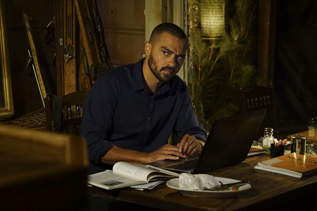 Jackson (Jesse Williams) und April machen sich auf den Weg nach Montana, um eine komplizierte Operation durchzuführen. Jackson ist jedoch mit den Ge... - Bildquelle: Richard Cartwright 2016 American Broadcasting Companies, Inc. All rights reserved.