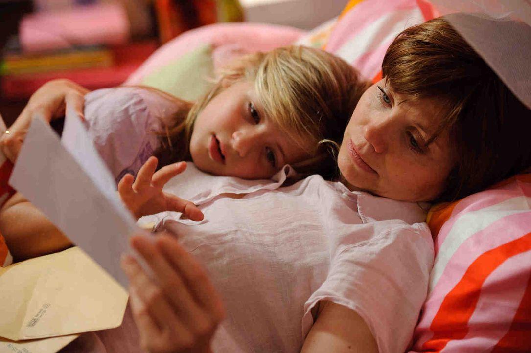 Sich dem Tod widerspruchslos zu ergeben? Wie könnte sie! Die krebskranke Jela (Annette Frier, r.) macht dem Tod schnell deutlich, dass ihre neunjähr... - Bildquelle: Willi Weber SAT.1