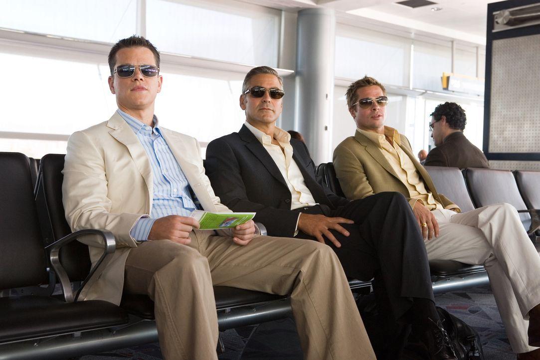 Danny Ocean (George Clooney, M.) und seine Jungs (Matt Damon, l. und Brad Pitt, r.) können sich nur einen einzigen guten Grund vorstellen, den ehrge... - Bildquelle: TM &   Warner Bros. All Rights Reserved