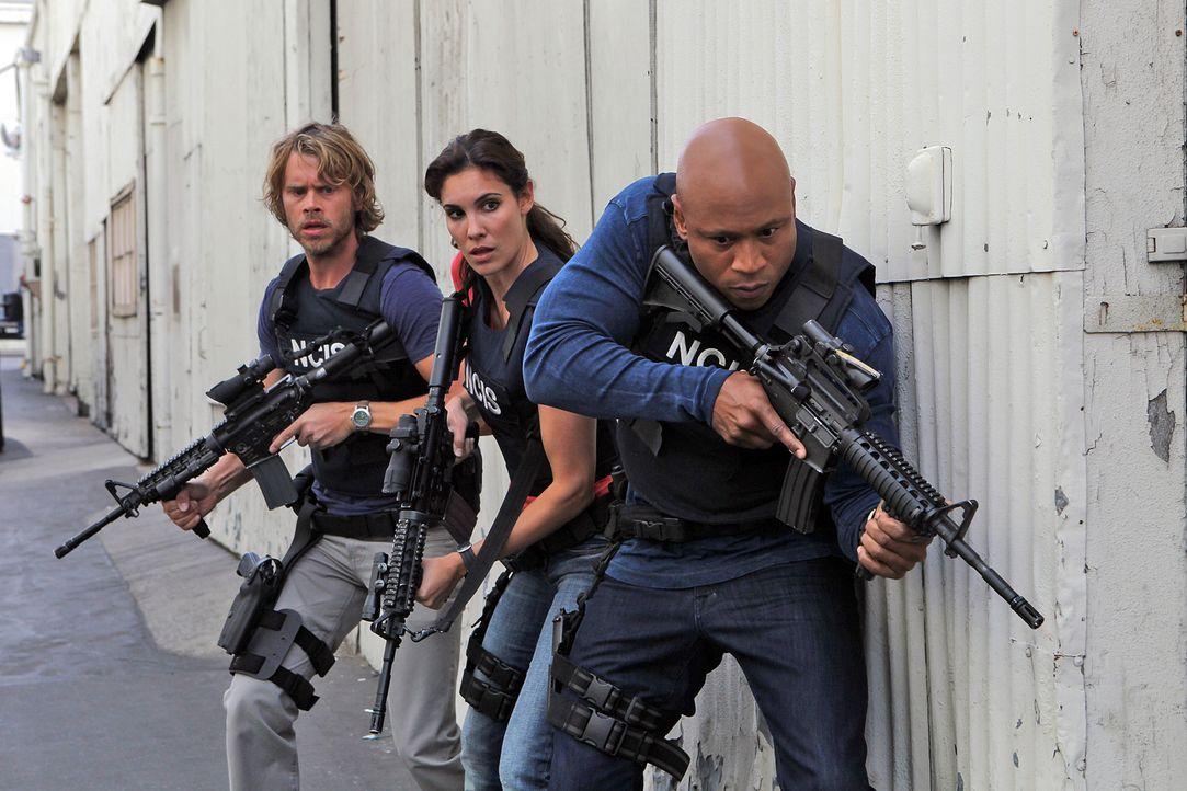 Ermitteln in einem neuen Fall: Marty Deeks (Eric Christian Olsen, l.), Kensi (Daniela Ruah, M.) und Hanna (LL Cool J, r.) ... - Bildquelle: CBS Studios Inc. All Rights Reserved.