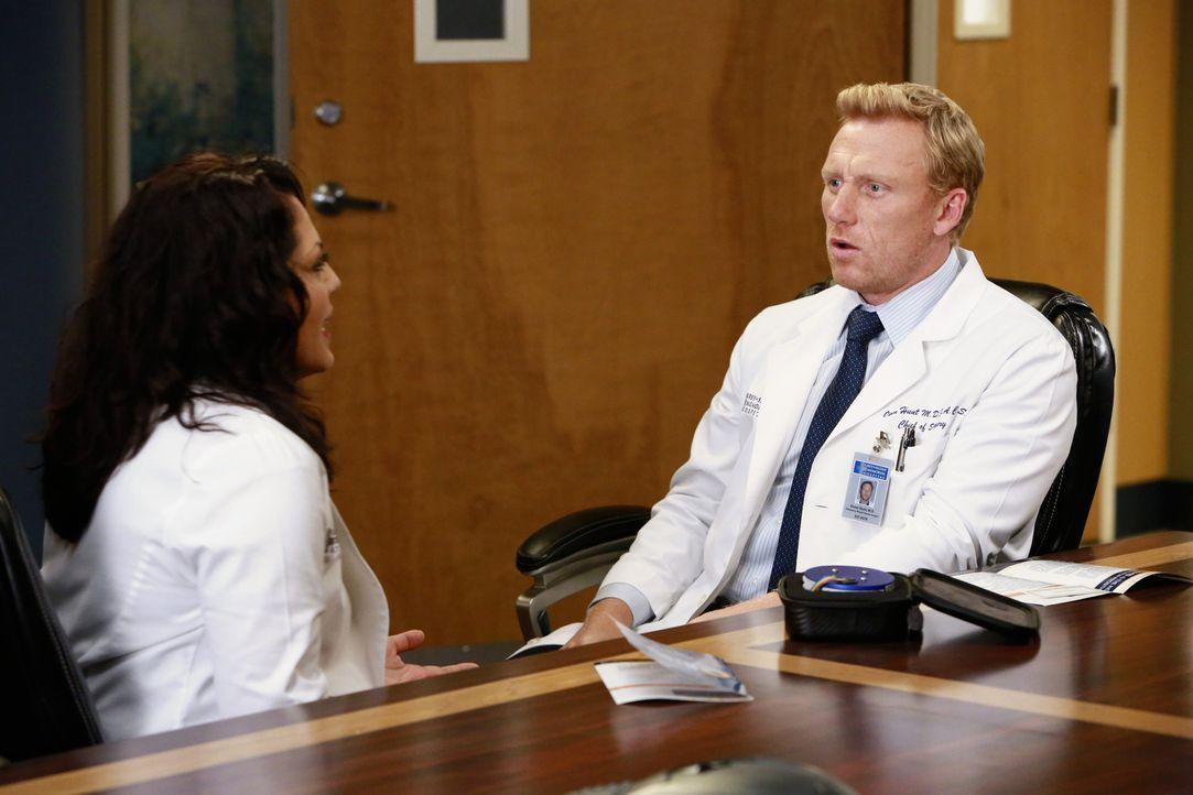 Callie (Sara Ramirez, l.) und Owen (Kevin McKidd, r.) wollen sich wieder in die Dating-Szene wagen, während April ängstlich und verunsichert wegen i... - Bildquelle: ABC Studios