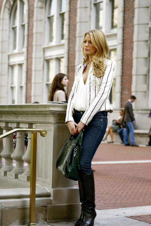 Serena (Blake Lively) lässt sich von Blair provozieren und fährt deshalb auch nach Yale. Dort kommt es dann zu einer heftigen Auseinandersetzung ... - Bildquelle: Warner Brothers