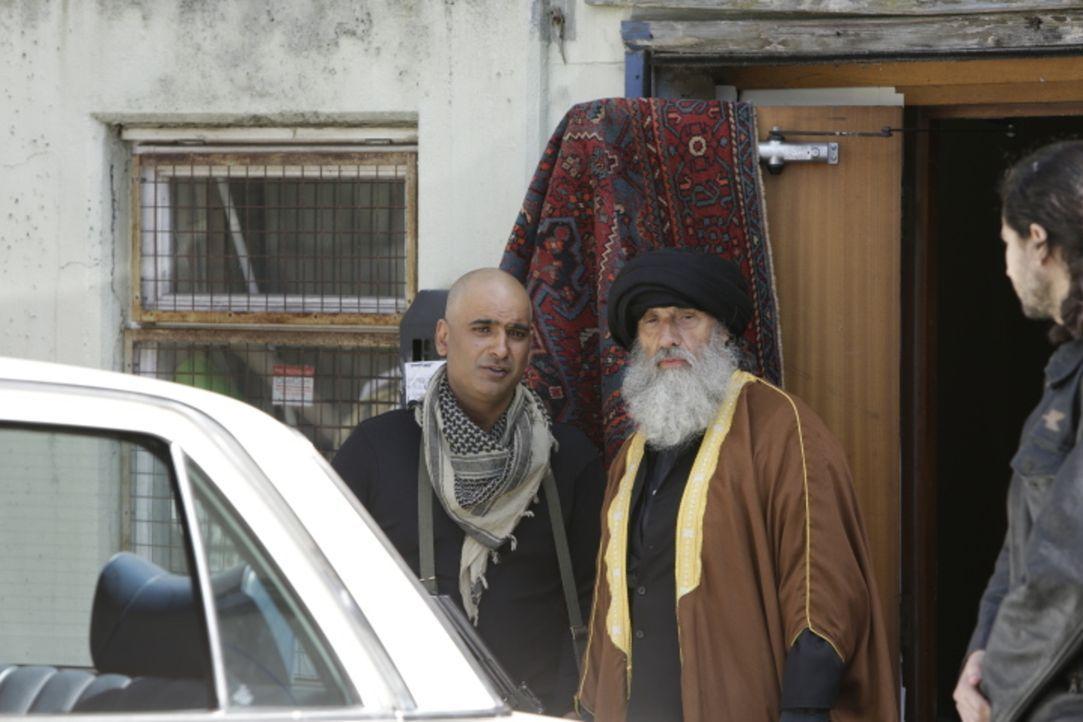 Gut bewacht und abgeschirmt: der libanesische Geistliche Sheik Mohammed Fadlallah, mutmaßlicher Anführer der militanten islamistischen Organisation... - Bildquelle: WMR