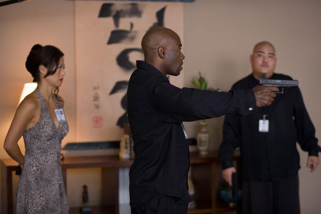 """Haben nur wenig Zeit, ein mörderisches Desaster zu verhindern: Agent Neil Shaw (Anthony """"Treach"""" Criss, M.) und Sun Yi (Sung Hi Lee, l.) ... - Bildquelle: 2009 Sony Pictures Home Entertainment Inc. All Rights Reserved."""
