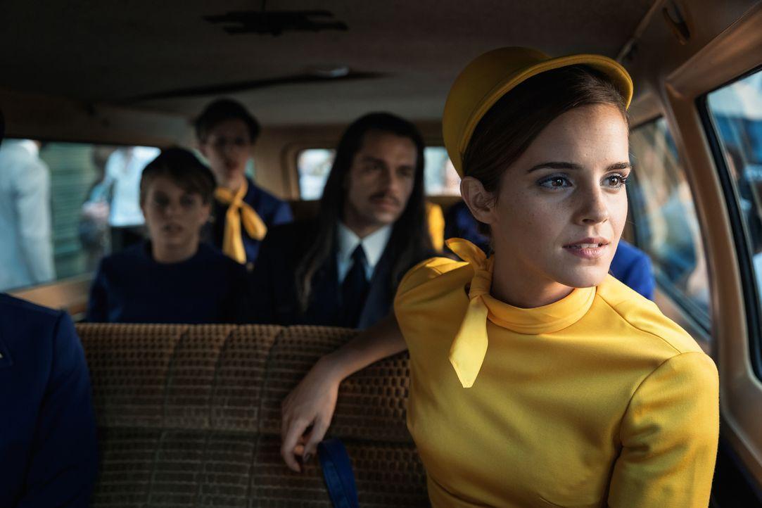 Noch freut sich die attraktive, junge Stewardess Lena (Emma Watson) auf ein paar schöne Tage in Santiago de Chile zusammen mit ihrem Freund, doch al... - Bildquelle: Majestic / Ricardo Vaz Palma