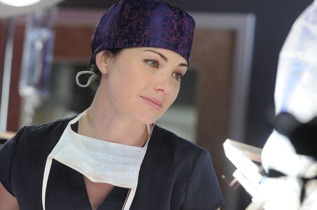 Die Hoffnung, dass Charlie wieder aus dem Koma erwachen könnte, will Dr. Alex Reid (Erica Durance) keinesfalls aufgeben ... - Bildquelle: 2013 NBC Studios, LLC