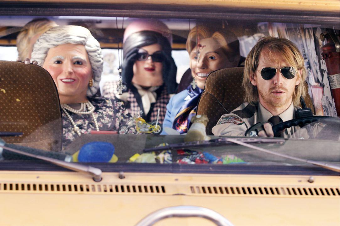 """Getarnt als """"First Ladys"""" wollen Lateesha und ihre Freunde inklusive dem eingeweihten Fahrer (Lew Temple) einen Geldtransporter überfallen und so an... - Bildquelle: Constantin Film"""