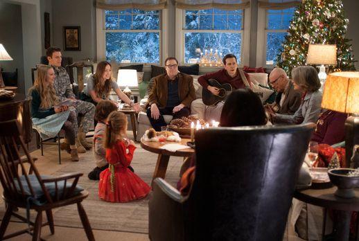 Alle Jahre wieder: Auch an diesem Heiligabend kommen die Coopers (v.r.n.l.: D...