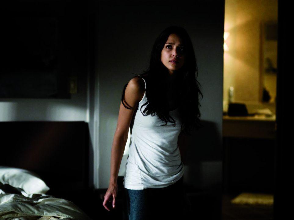 Als Sydney (Jessica Alba) nach vielen Jahren das Augenlicht dank einer Transplantation zurückerhält, wird sie von grauenvollen Zukunftsvisionen ge...