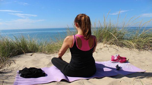 yoga abnehmen mit dehn und atem bungen sat 1 ratgeber. Black Bedroom Furniture Sets. Home Design Ideas