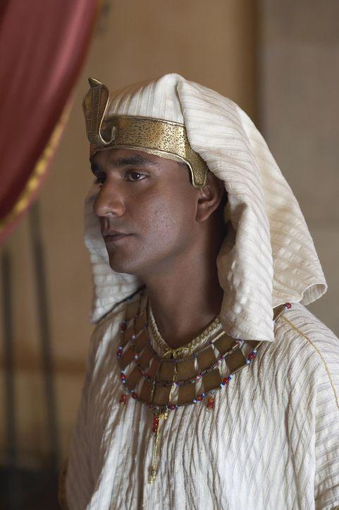 Zusammen mit seinem Halbbruder Menerith (Naveen Andrews) genießt Moses im Königspalast eine privilegierte Ausbildung eines Prinzen ... - Bildquelle: Hallmark Entertainment