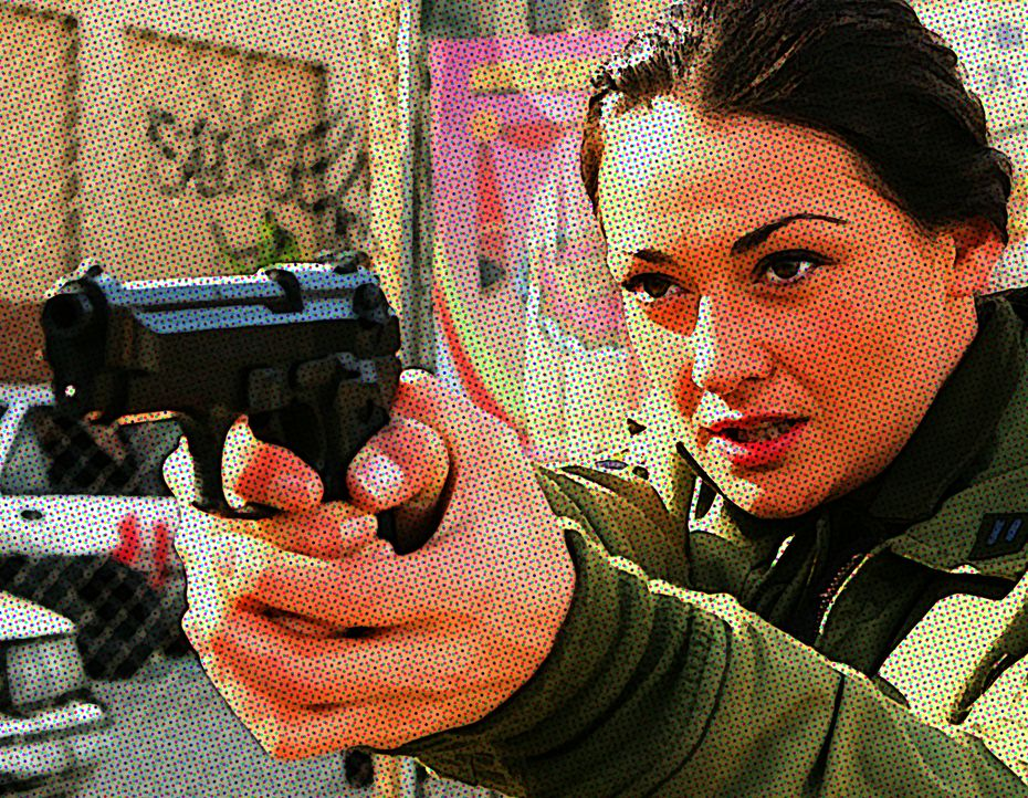 Die toughe Ramona Garcia (Natalie J. Robb) hat das Kommando über eine Grenz-Einheit. Als sich jedoch Ex-Soldaten als Drogenhändler versuchen, und au... - Bildquelle: 2008 Worldwide SPE Acquisitions Inc. All Rights Reserved.