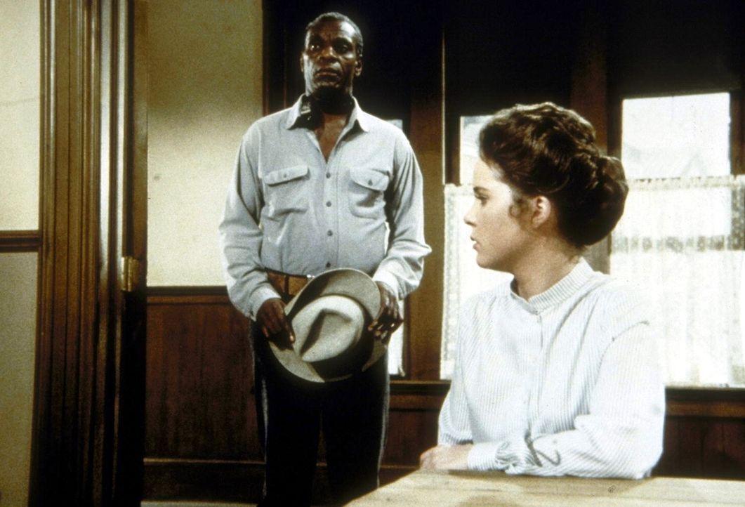 Joe Kagan (Moses Gunn, l.) hat Mary (Melissa Sue Anderson, r.) im Gespräch unterbrochen. - Bildquelle: Worldvision