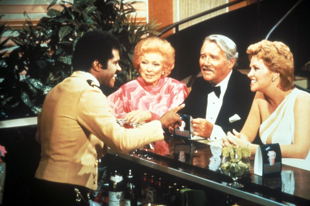 (6. Staffel) - Barkeeper Isaac Washington (Ted Lange, l.) erlebt immer mal wieder ganz besondere Momente auf hoher See ... - Bildquelle: CBS Studios Inc. All Rights Reserved.