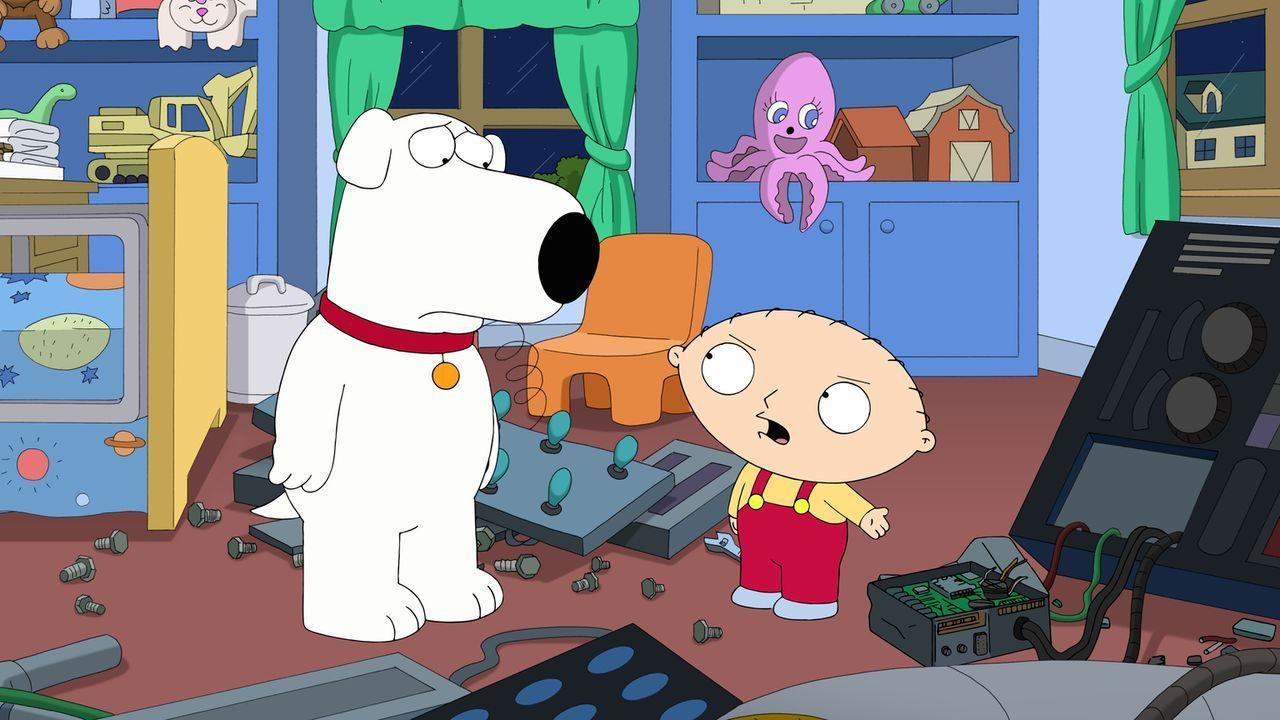 Da die Zeitmaschine ihm und Brian (l.) immer wieder Ärger bringt, beschließt Stewie (r.), diese zu vernichten. Doch ist dies ein Fehler? - Bildquelle: 2014 Twentieth Century Fox Film Corporation. All rights reserved.
