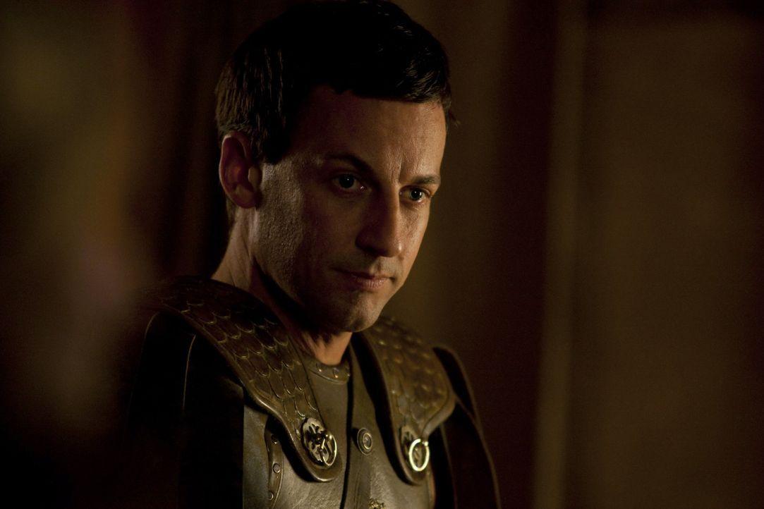 Claudius Glaber (Craig Parker) benötigt im Kampf gegen die Feinde Roms die Hilfe der Thraker. Deshalb gibt er ihnen ein Versprechen, das er nicht z... - Bildquelle: 2010 Starz Entertainment, LLC