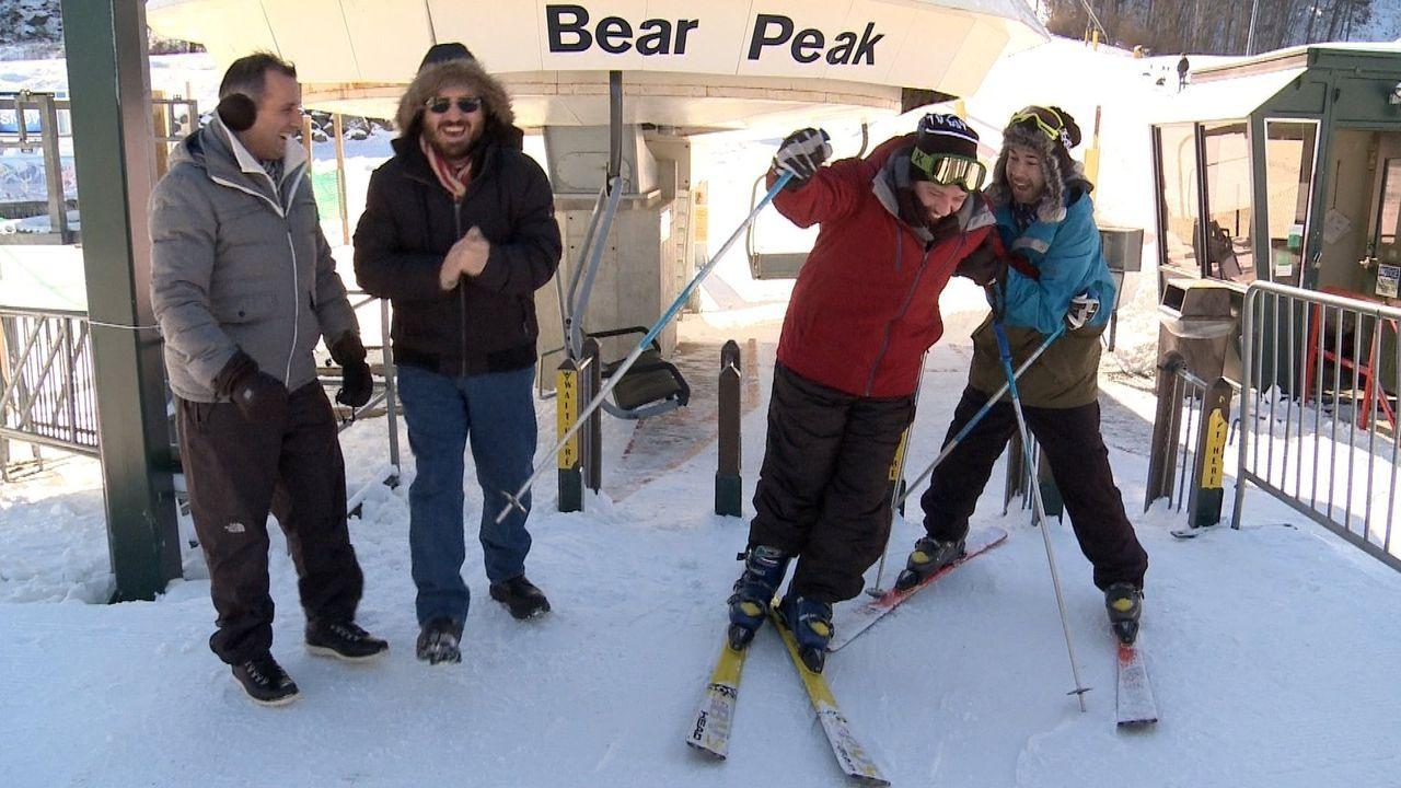 Machen auch als Schneehasen einiges her: (v.l.n.r.) Joe, Brian, James und Sal ... - Bildquelle: 2014 Warner Bros.