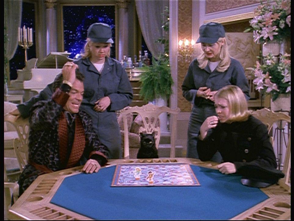 Hilda (Caroline Rhea, 2.v.l.) und Zelda (Beth Broderick, 2.v.r.) hoffen, dass Sabrina (Melissa Joan Hart, r.) Diamanten Dave (Edward Albert, l.) bes... - Bildquelle: Paramount Pictures