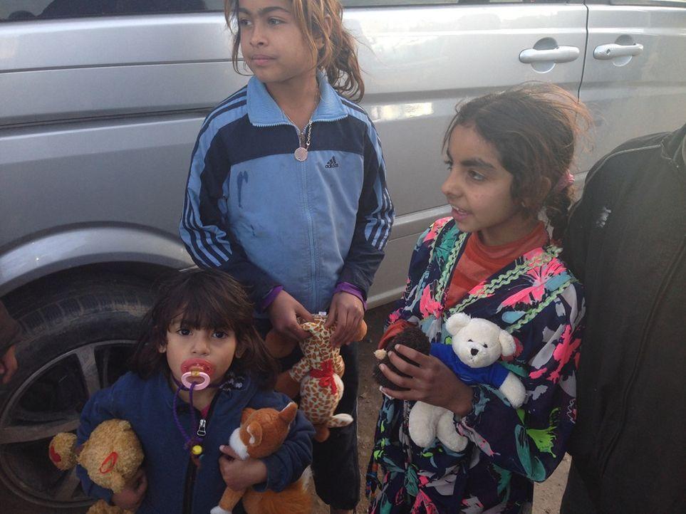 Kinder mit Kuscheltieren
