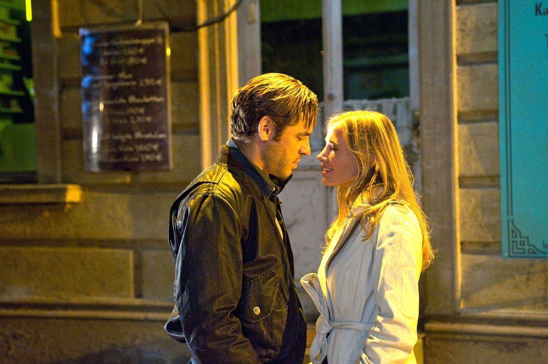 Ben (Tobas Oertel, l.) und Maja (Nadeshda Brennecke, r.) kommen sich näher ... - Bildquelle: Gordon Mühle Sat.1