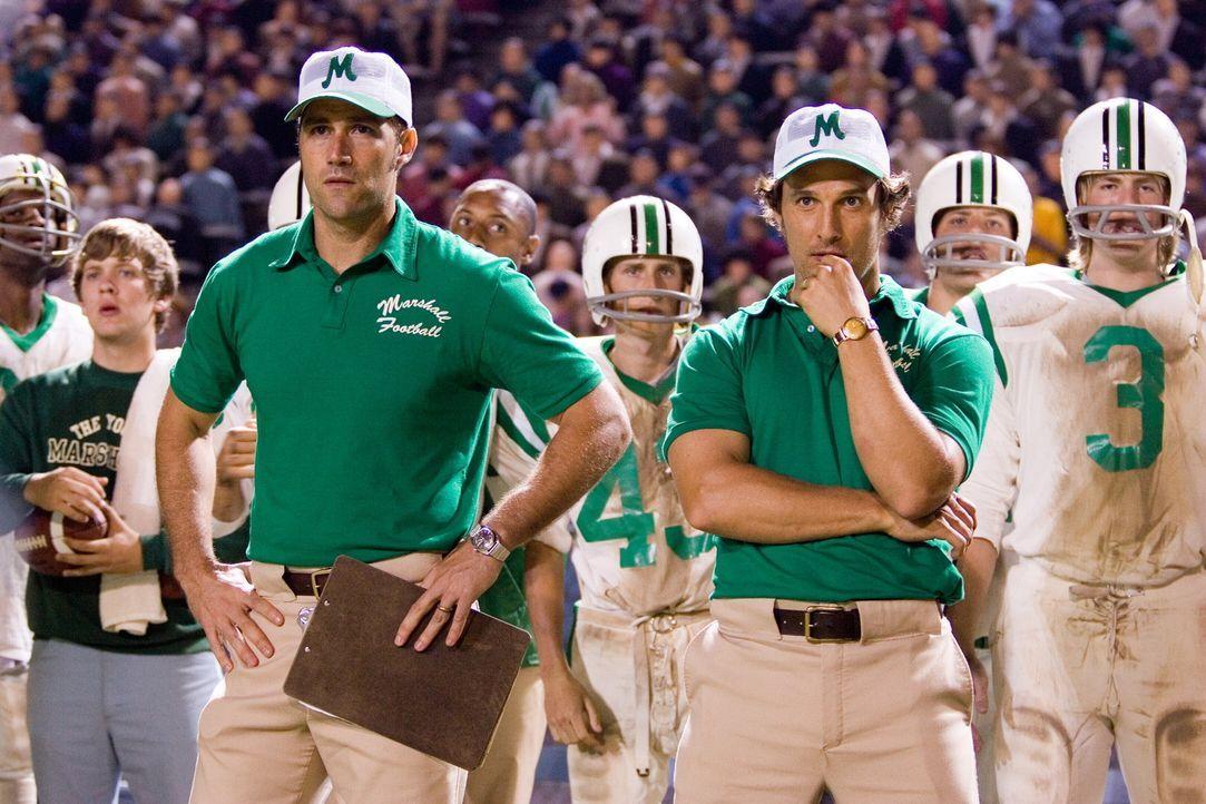 Die Trainer (v.l.n.r.: Matthew Fox, Matthew McConaughey) gaben ihr Bestes, um ihr Team zu motivieren ... - Bildquelle: TM &   2005 Warner Bros. All Rights Reserved.