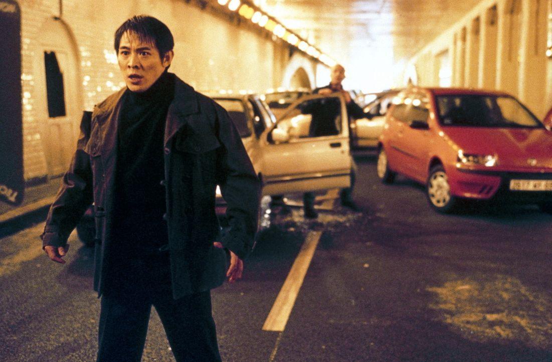 Kaum in Paris angekommen, findet sich der chinesische Undercover-Cop Liu Jian (Jet Li) mitten in einer gefährlichen Verschwörung wieder ... - Bildquelle: Tobis StudioCanal