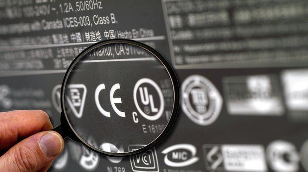«CE» und «GS»: Was Sicherheitszeichen elektrischer Geräte bedeuten © picture-...