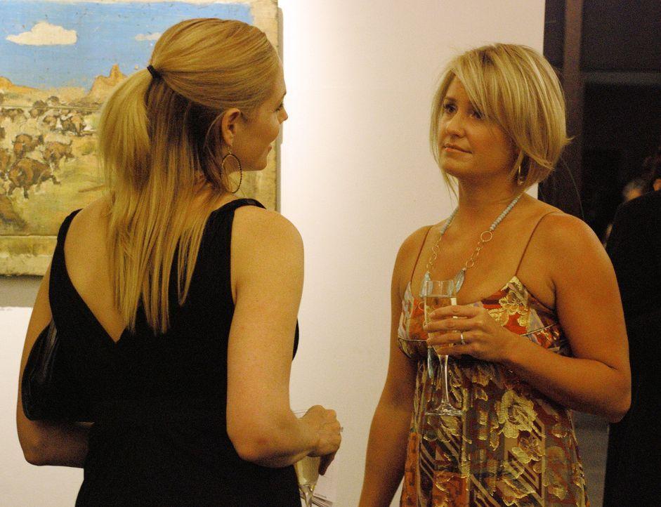 Marci Allen (Sherry Stringfield, r.) glaubt, endlich einen Neuanfang mit ihrem Mann Jay wagen zu können. Mary (Mary McCormack, l.) bezweifelt jedoch... - Bildquelle: Ursula Coyote USA Network