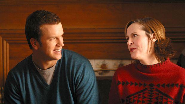 Mike Burton (Josh Randall, l.) will sich mit Nancy endlich mal ein gemeinsame...