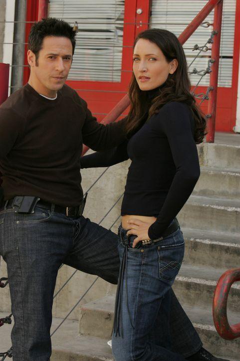 Arbeiten gemeinsam an einem neuen Fall: Don Eppes (Rob Morrow, l.) und Robin Brooks (Michelle Nolden, r.) ... - Bildquelle: Paramount Network Television