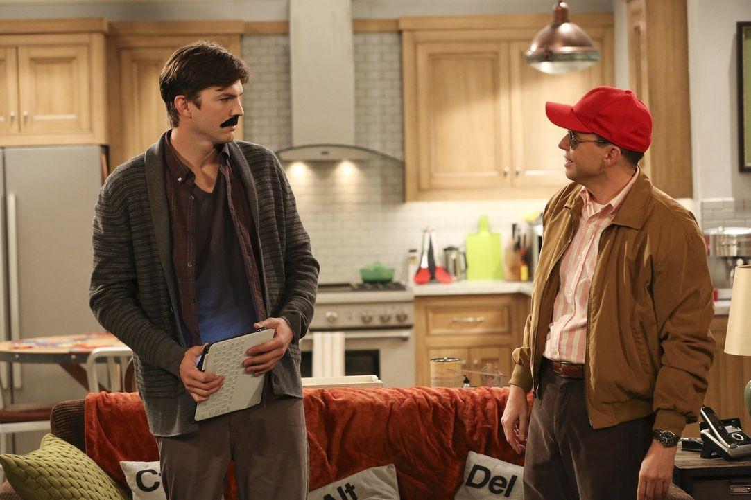 Was ist nur mit Walden (Ashton Kutcher, l.) und Alan (Jon Cryer, r.) los? - Bildquelle: Warner Bros. Television