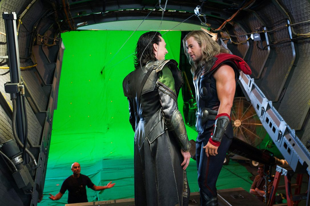 the-avengers-set-019-2011-mvlffllc-tm-2011-marveljpg 2000 x 1329 - Bildquelle: 2011 MVLFFLLC TM & 2011 Marvel