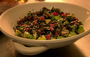 Linsensalat mit Paprika und Zucchini: ein Salat in wunderbar herbstlichen Far...