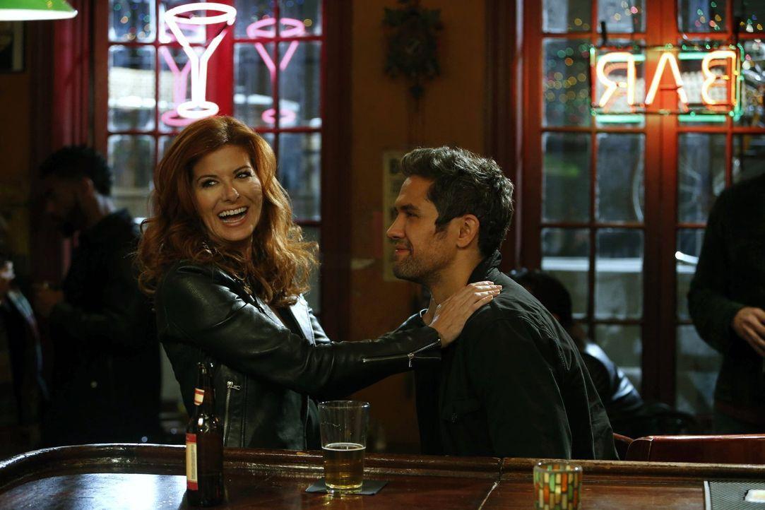 Treffen überraschend aufeinander: Laura (Debra Messing, l.) und Tony (Neal Bledsoe, r.) ... - Bildquelle: Warner Bros. Entertainment, Inc.