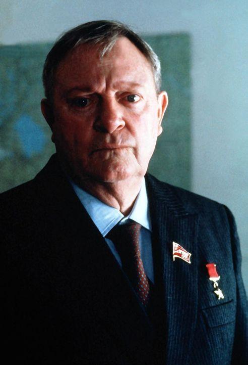 KGB-Chef General Govershin (Alan North) plant ein Komplott, um die vierte Geheimklausel zu brechen und die NATO zu zerstören ... - Bildquelle: Lorimar