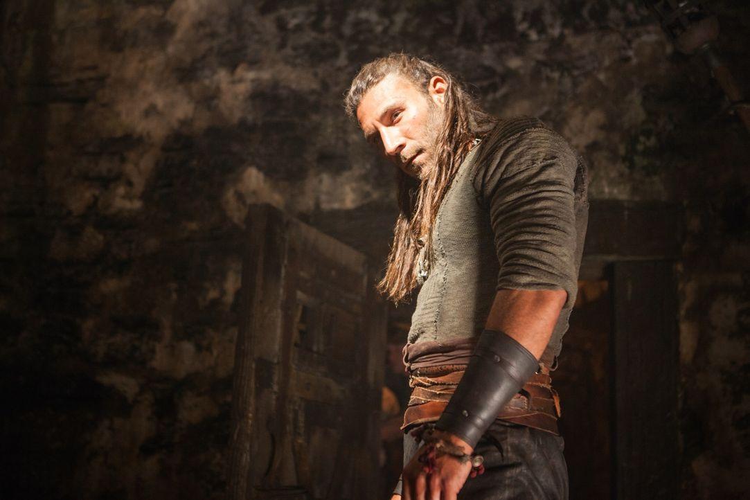 Wird Vane (Zach McGowan) es schaffen,  Abigail Ashe aus den Händen von Captain Low zu befreien? - Bildquelle: 2015 Starz Entertainment LLC, All rights reserved.
