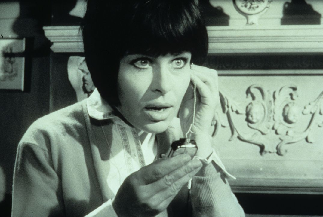 Margie Fielding (Barbara Rütting) schwebt in Lebensgefahr: Sie steht nämlich auf der Opferliste des Hexers ... - Bildquelle: Constantin Film
