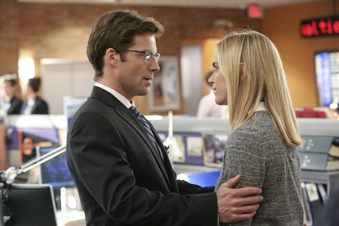 Während der Ermittlungen in einem neuen Fall entdeckt das Team um Bishop (Emily Wickersham, r.), dass Jake (Jamie Bamber, l.) und Gibbs gute Freunde... - Bildquelle: Patrick McElhenney CBS Television