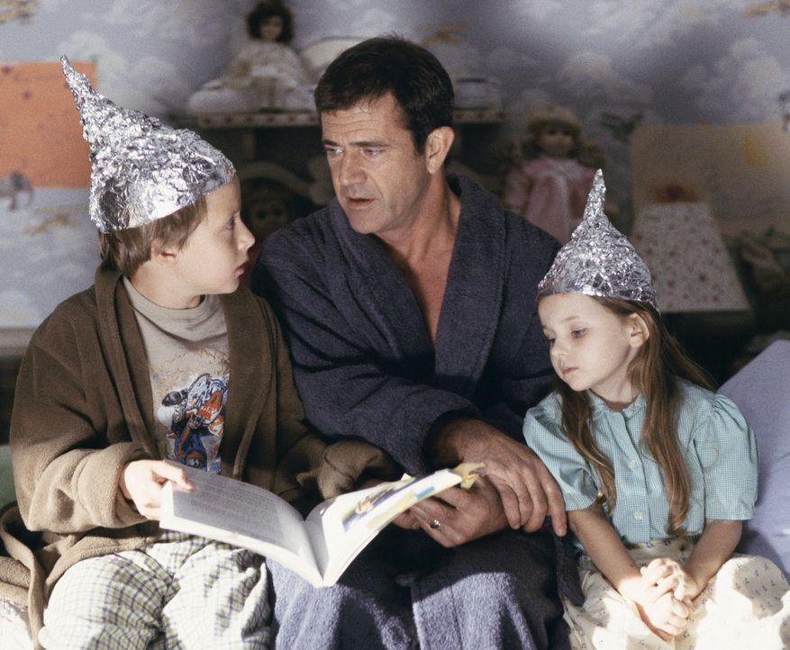 Nach dem Unfalltod seiner Frau legt der Priester Graham Hess (Mel Gibson, M.) seinen Glauben ab und lebt nun mit Bruder und Kindern Morgan (Rory Cul... - Bildquelle: Touchstone Pictures
