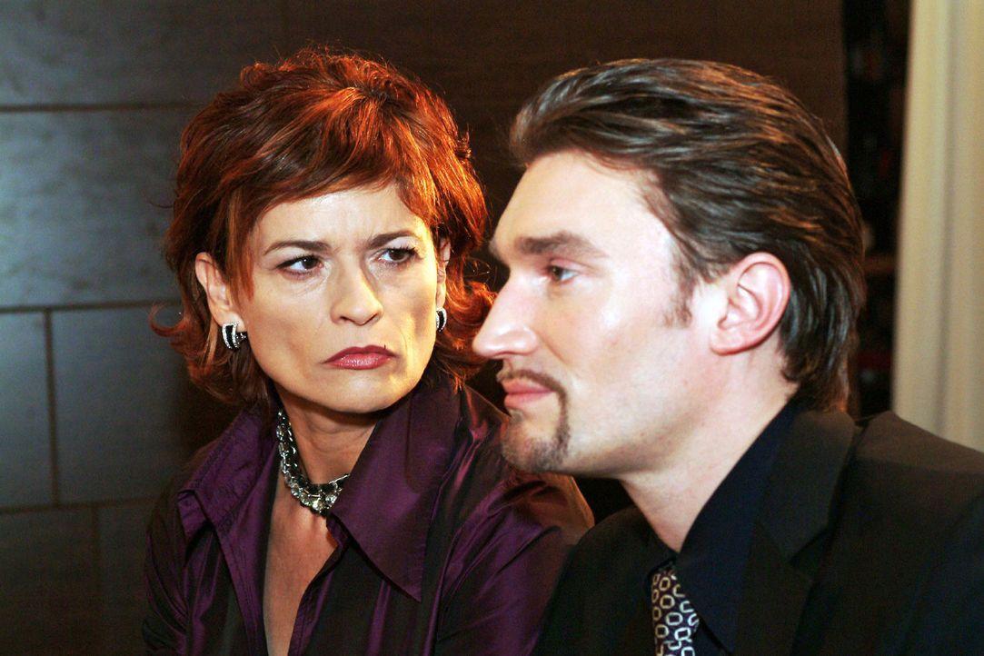 Sophie (Gabrielle Scharnitzky, l.) zweifelt zunehmend an Richards (Karim Köster, r.) Unschuldsbeteuerungen. Immer mehr glaubt sie, dass er auch in... - Bildquelle: Monika Schürle Sat.1