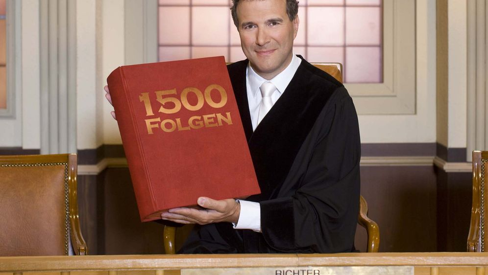 Richter Alexander Hold feiert Jubiläum! - Bildquelle: SAT.1