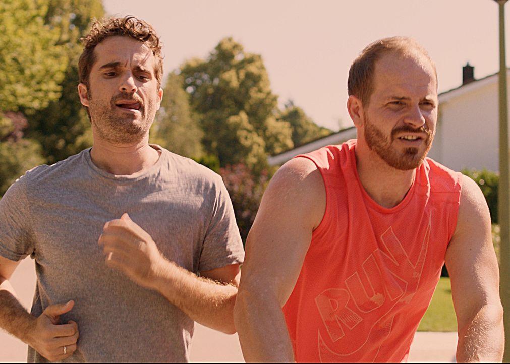 Kann Alexis (Marc Ben Puch, r.) seinem Freund Benny (Oliver Wnuk, l.) nützliche Tipps geben? - Bildquelle: SAT.1