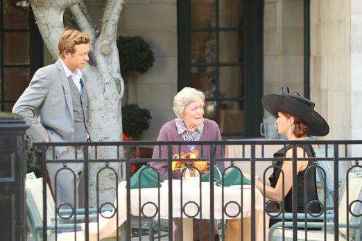 Patrick (Simon Baker, l.) und Grace (Amanda Righetti, r.) ermitteln in einem...