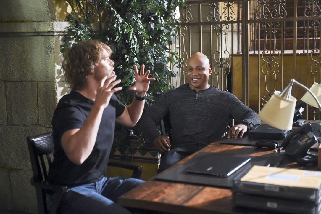 Ein bisschen Spaß bei der Arbeit muss sein: Deeks (Eric Christian Olsen, l.) und Sam (LL Cool J, r.) ... - Bildquelle: 2014 CBS Broadcasting, Inc. All Rights Reserved.