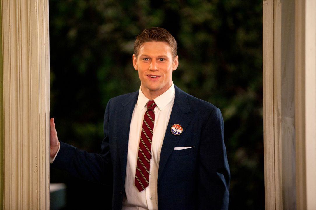 Ein großer Schulball steht bevor und Matt (Zach Roerig) holt seine Begleitung zuhause ab. - Bildquelle: Warner Bros. Television