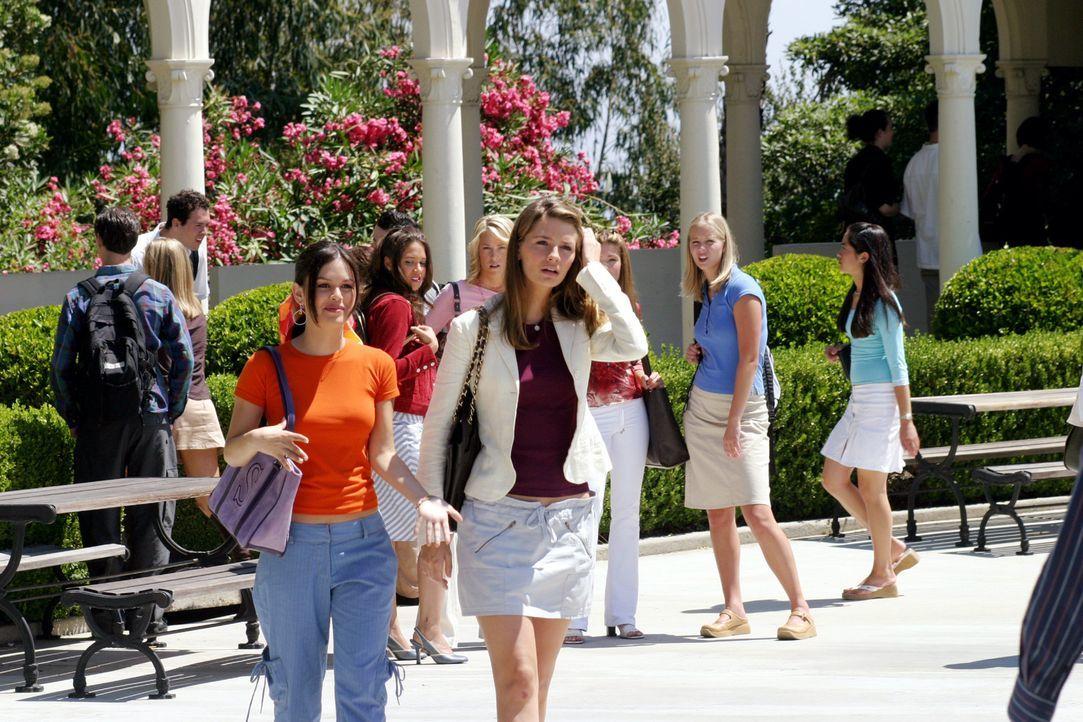 Nach dem Zusammenbruch in Mexiko hat Marissa (Mischa Barton, r.) Angst vor dem ersten Schultag, doch Summer (Rachel Bilson, l.) versucht ihr diese z... - Bildquelle: Warner Bros. Television