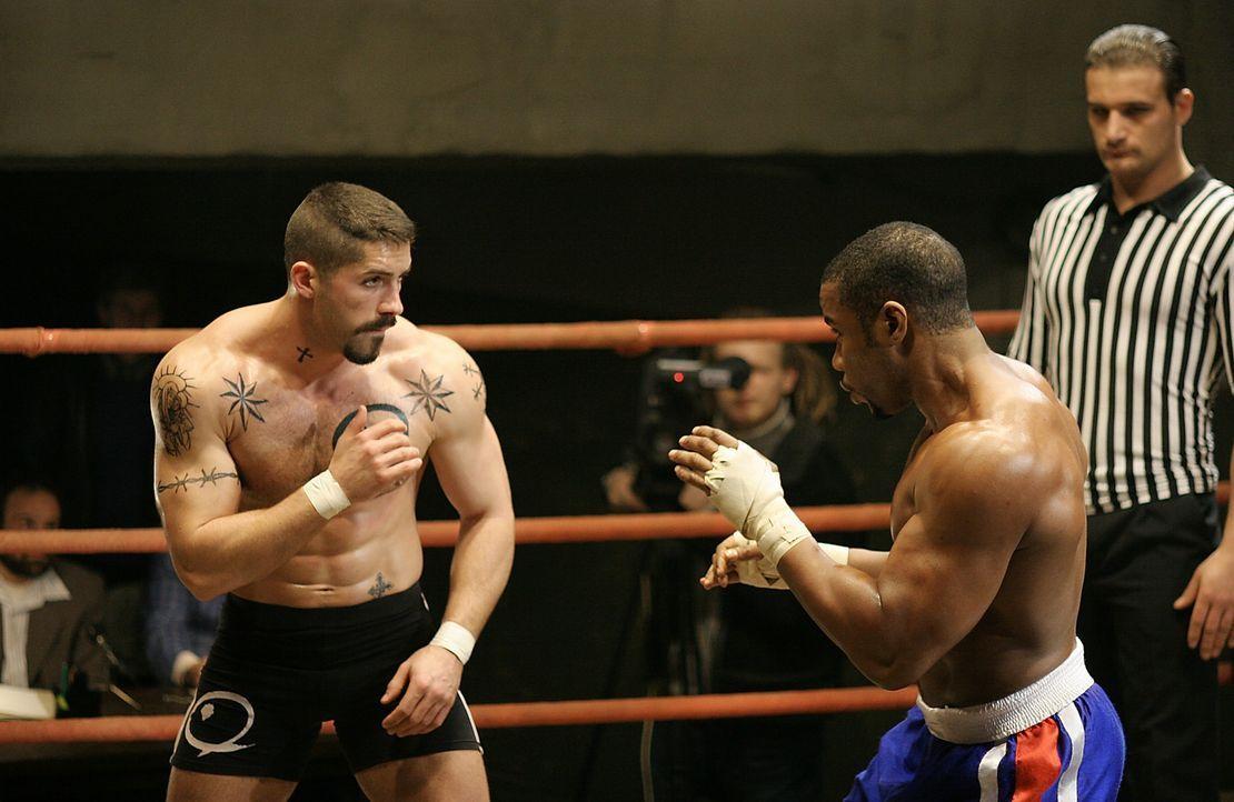 Ein skupelloser Unterweltboss sorgt dafür, dass der Boxstar George Chambers (Michael Jai White, r.) ins Gefängnis wandert. Dort soll er gegen den lo... - Bildquelle: Nu Image Films