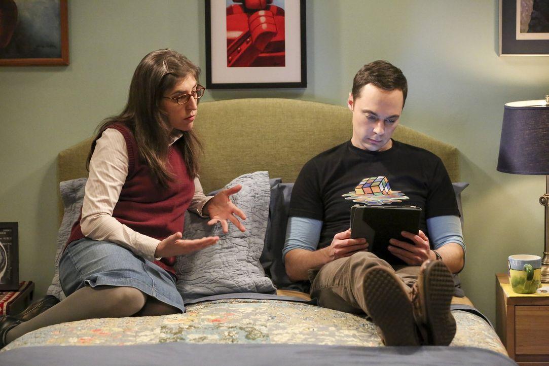 Dass Sheldon (Jim Parsons, r.) plötzlich Probleme mit dem Älter werden bekommt, versteht Amy (Mayim Bialik, l.) absolut nicht. Dennoch setzt Sheldon... - Bildquelle: 2016 Warner Brothers